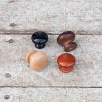 ידיות עץ וכפתורים